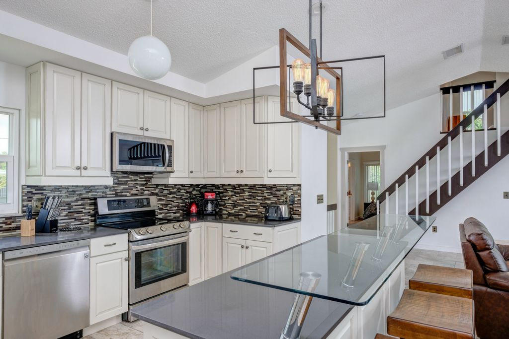 Stainless Appliances and Plenty of Cabinet Space