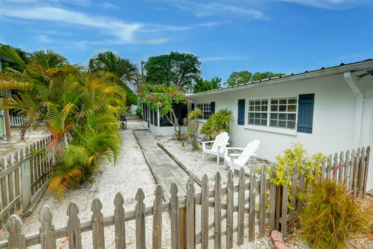Enjoy The Old Florida Cottage Charm