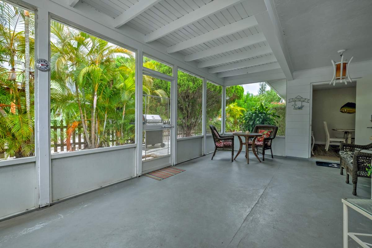 Screened Lanai with Outdoor Seating