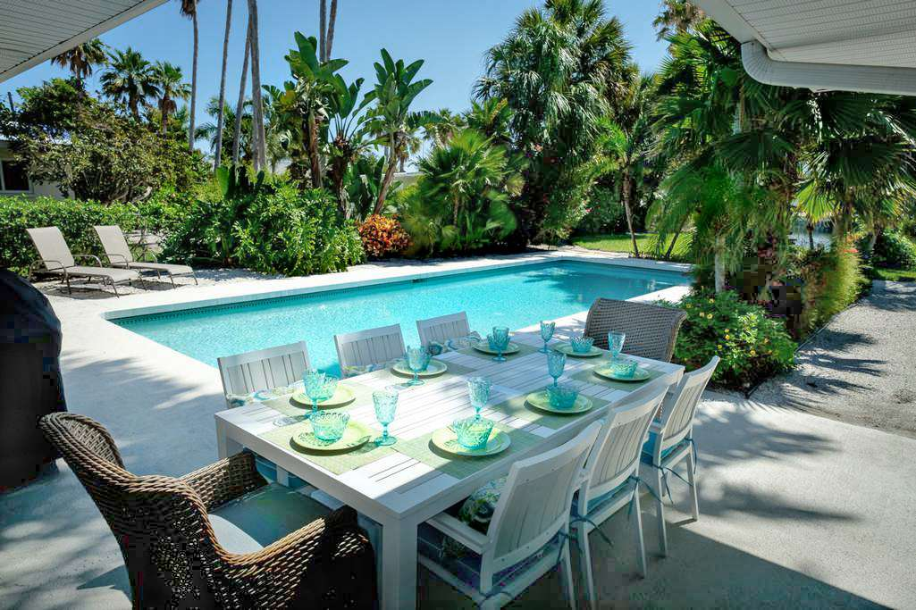 Poolside Dining Right Outside the Kitchen