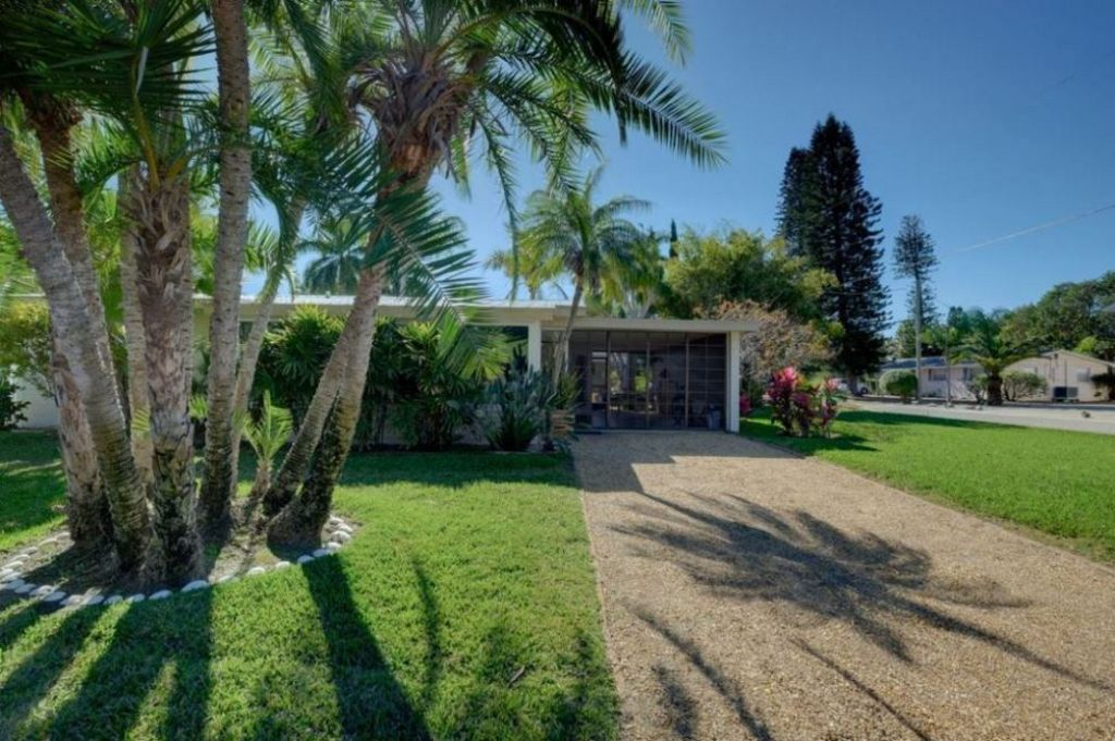 Lush Landscaping offers Serene Privacy
