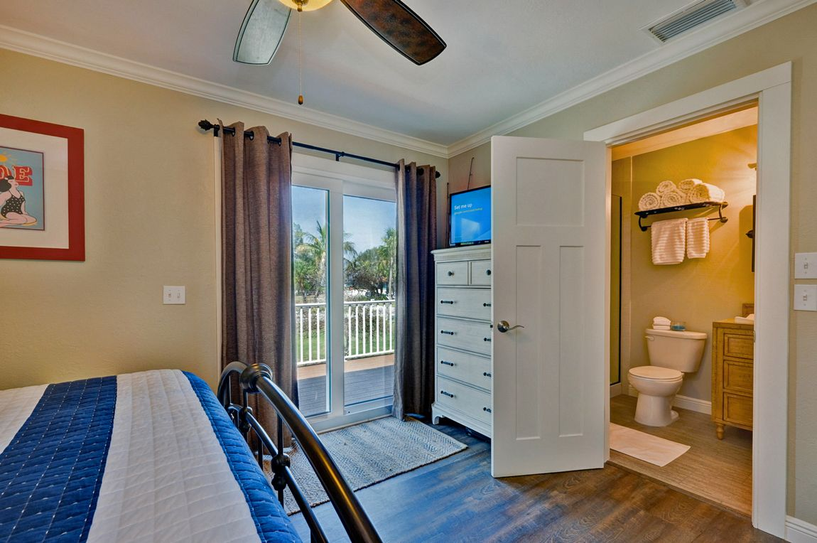 King Bed and Ensuite Bath