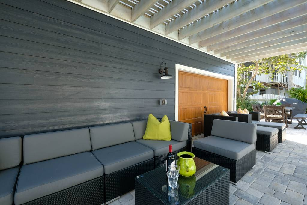 Plenty of Lounge Space on the Pool Patio