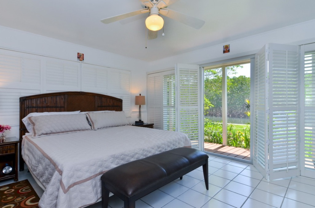 Master Suite with Tropical View and King Bed