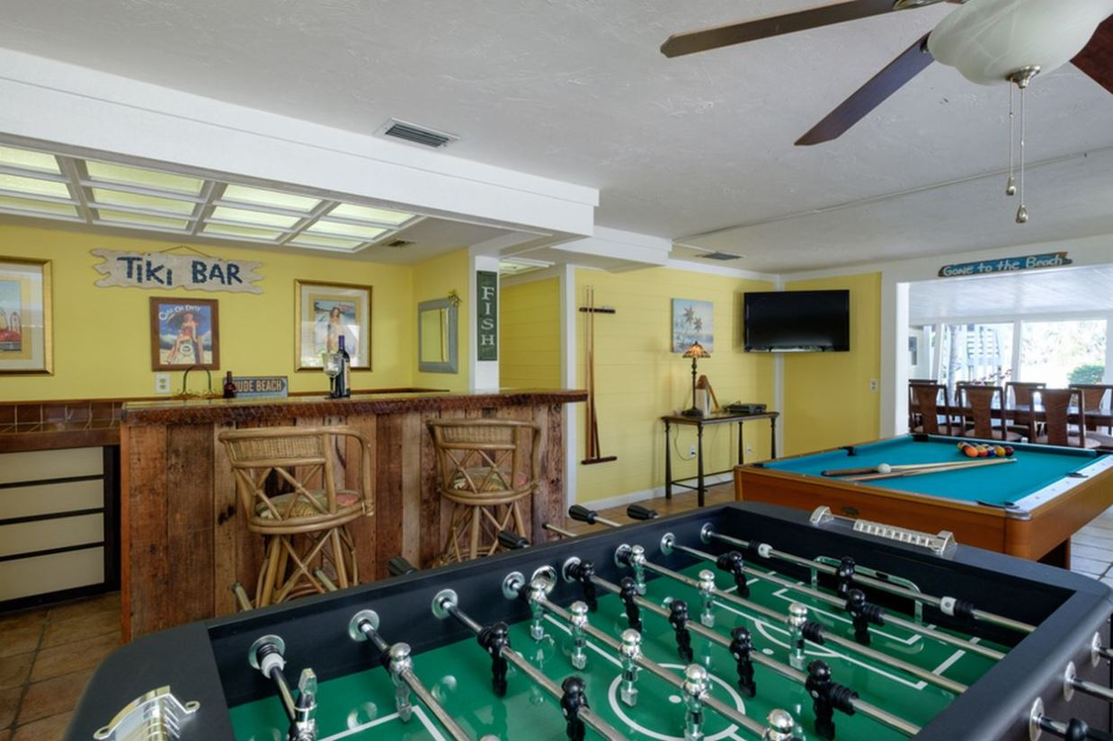 Enter into a Perfect Family Entertainment Room