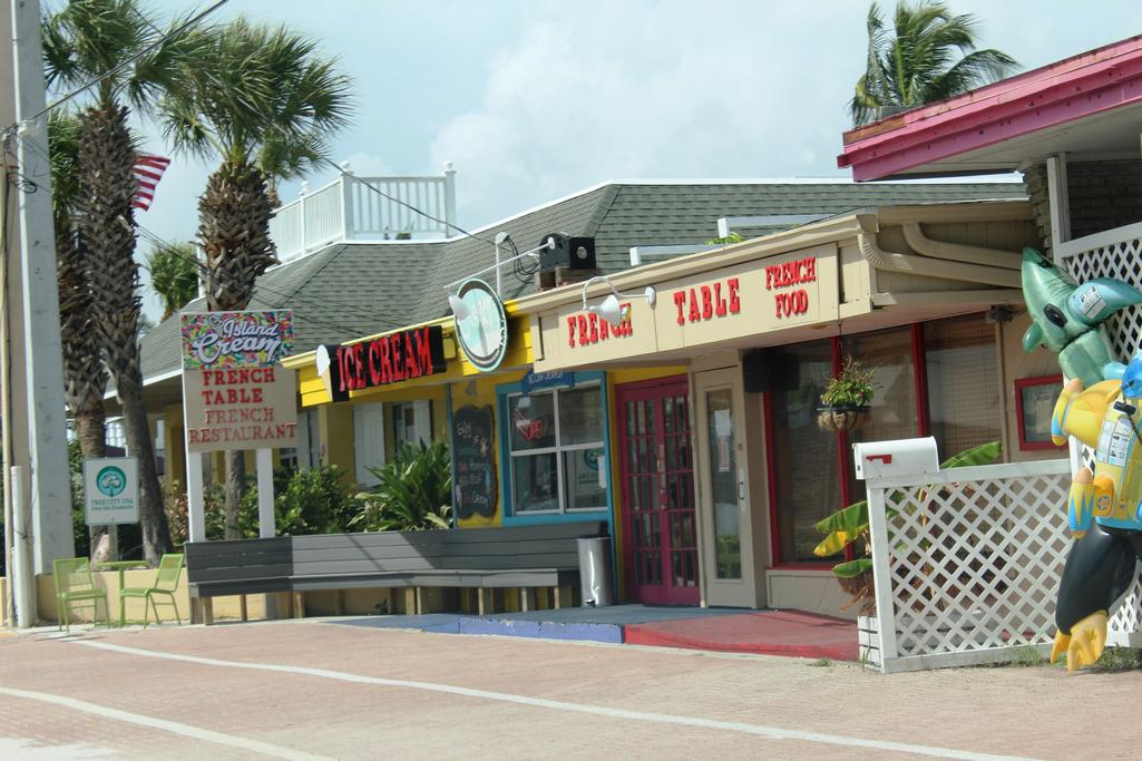 Bradenton Beach Ice Cream Across the Street from the Beach