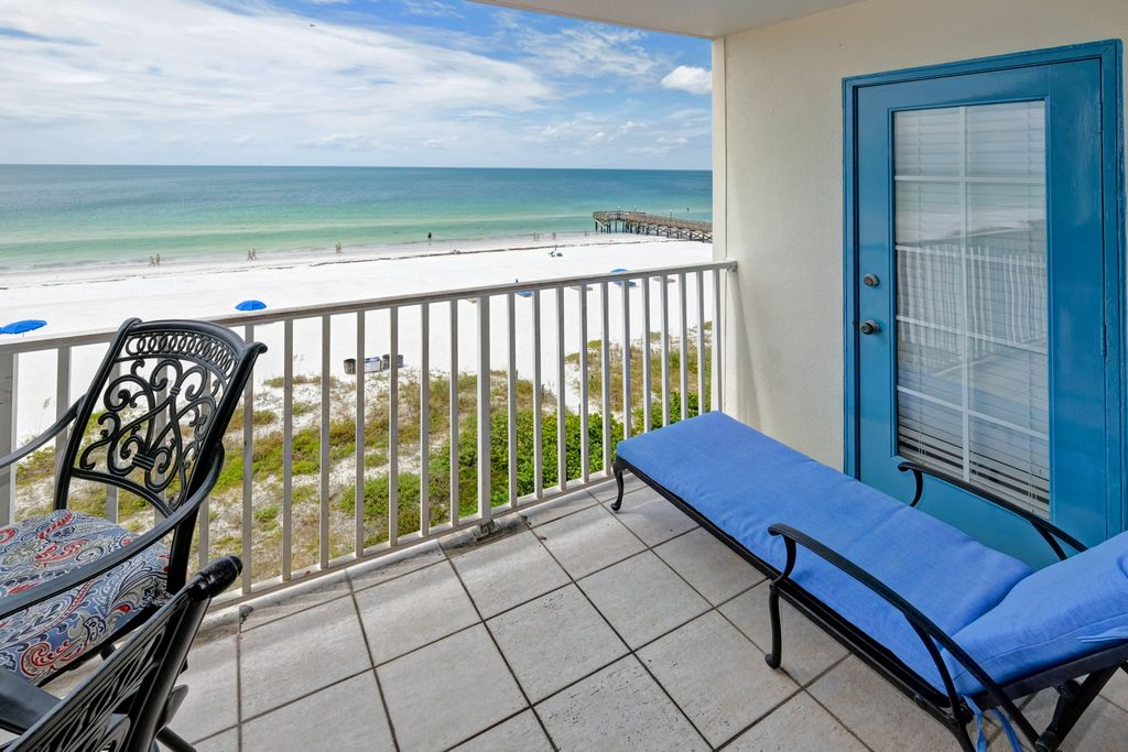 Balcony Seating with Lounger