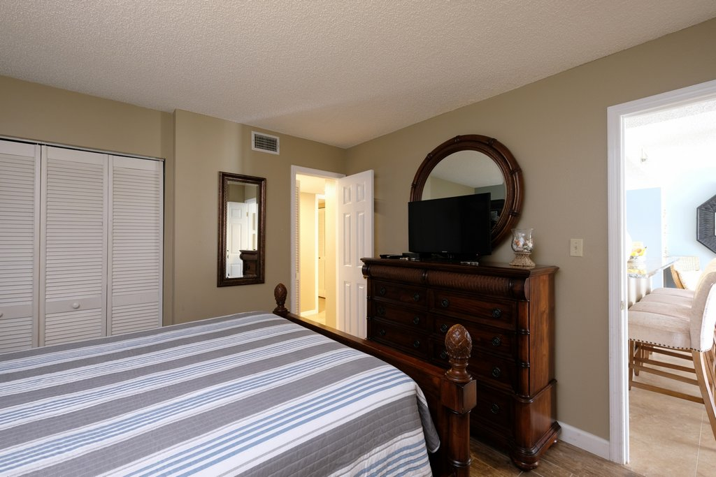 Guest Room Has TV and Large Closets