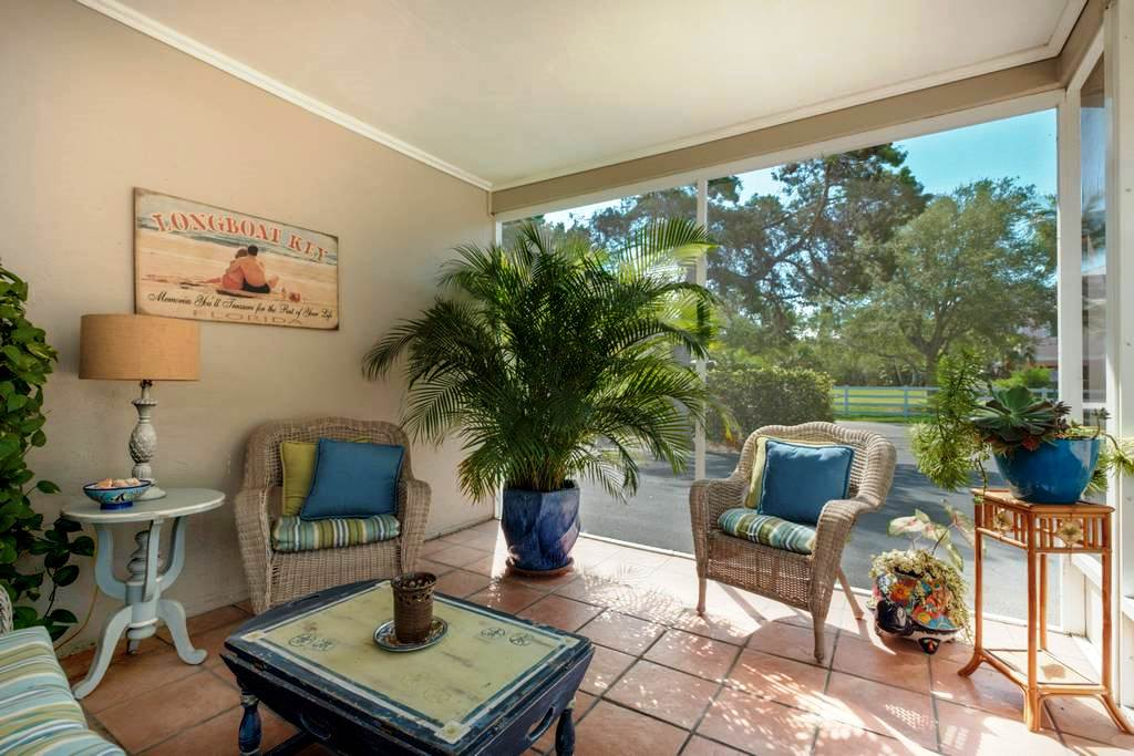 Screened Lanai with Comfy Seating