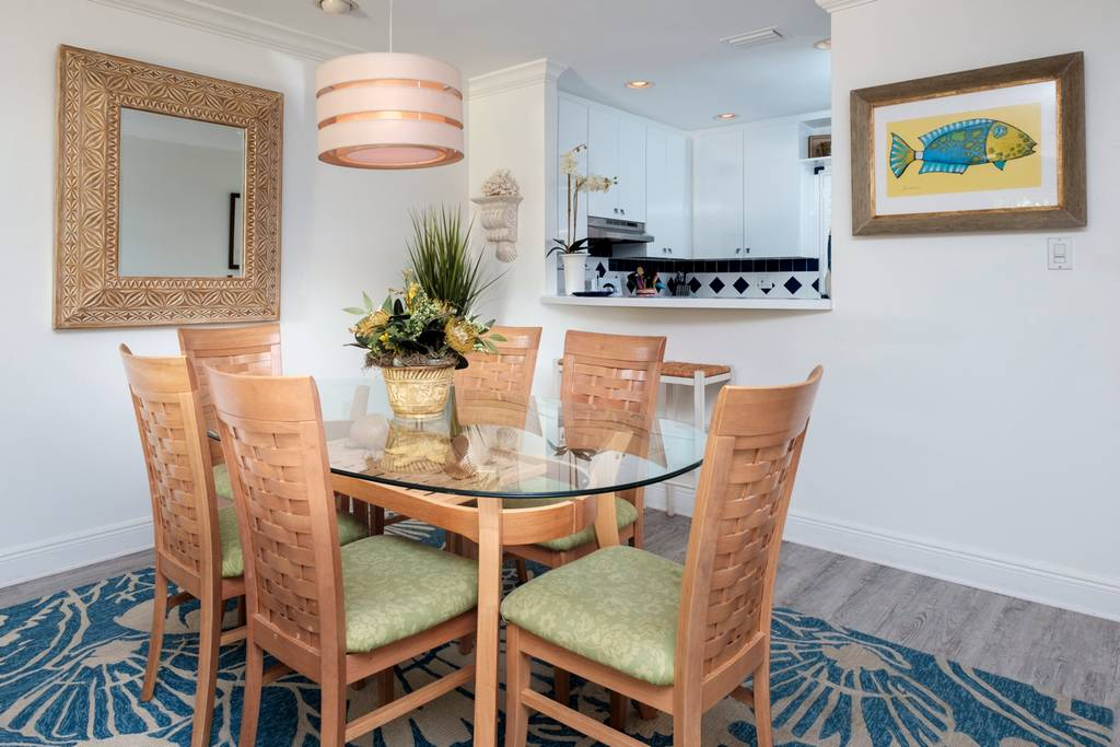 Seating for 6 in this Tastefully Presented Dining Area