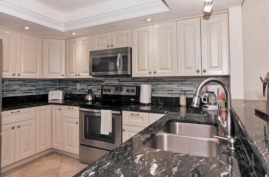Updated Kitchen With Granite Counters & New Appliances