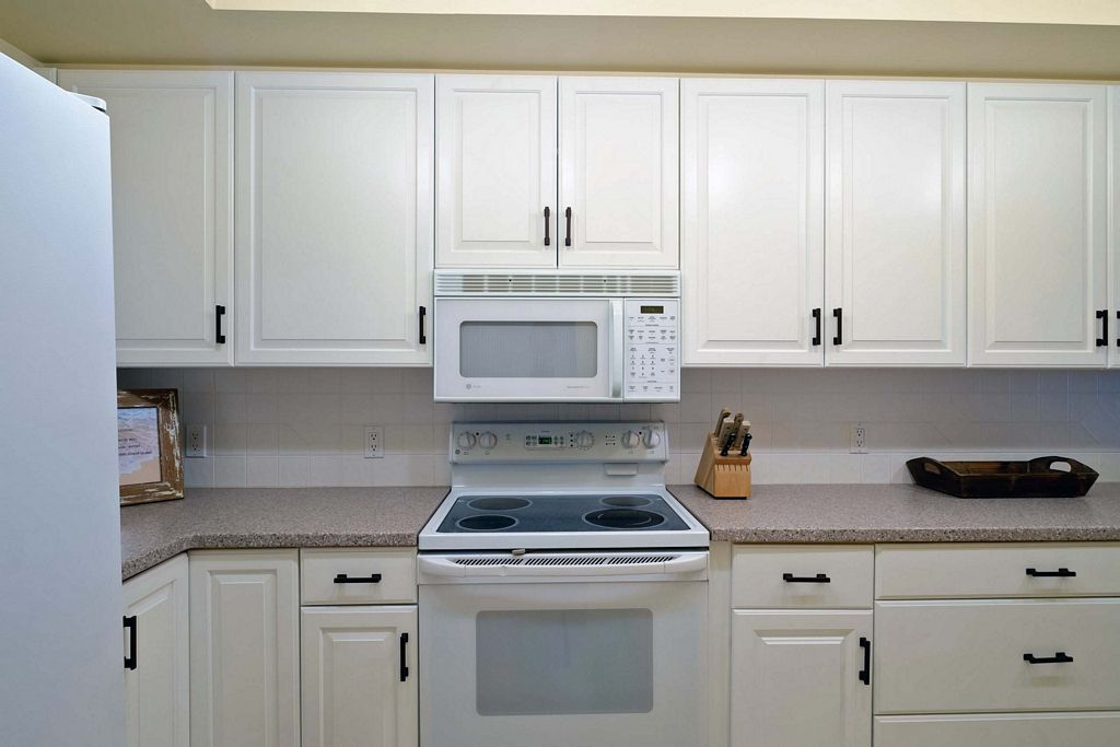 Kitchen with Ceramic Stove Top