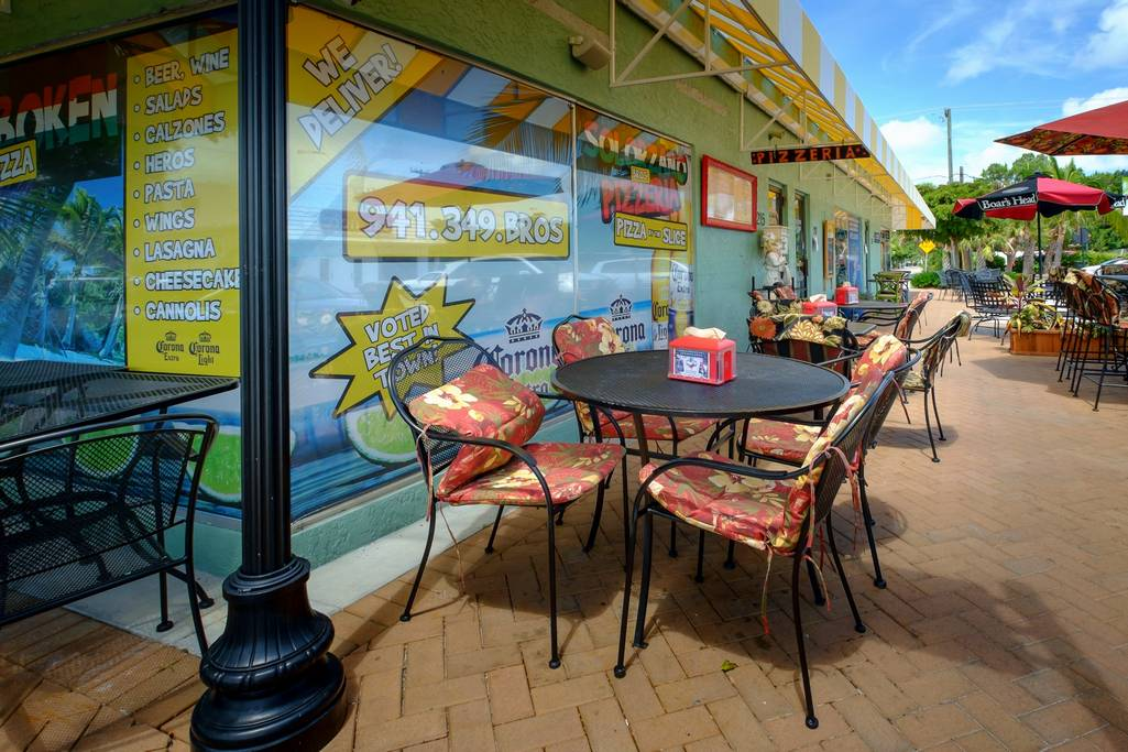 Siesta Key Cafes in the Village