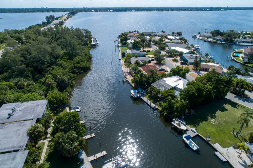 Waterfront Living on the Cay to Anna Maria Island