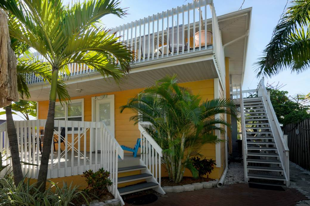 Pictures Of Sundecks Stairs And Benches: Anna Maria Island Rentals